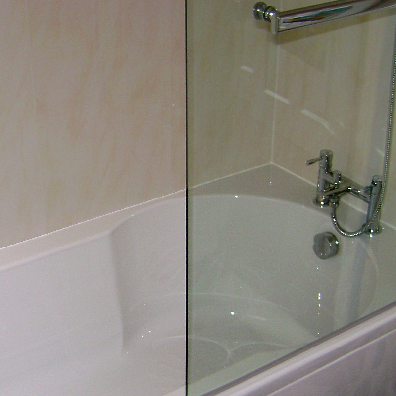 vicenza beige10 800 - Installation - Half Tiled Bathroom